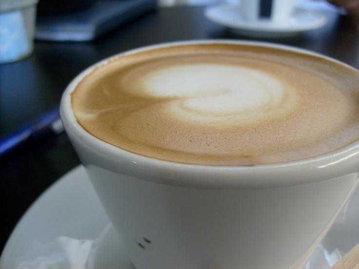 Café Marrón (mitad espresso, mitad leche)
